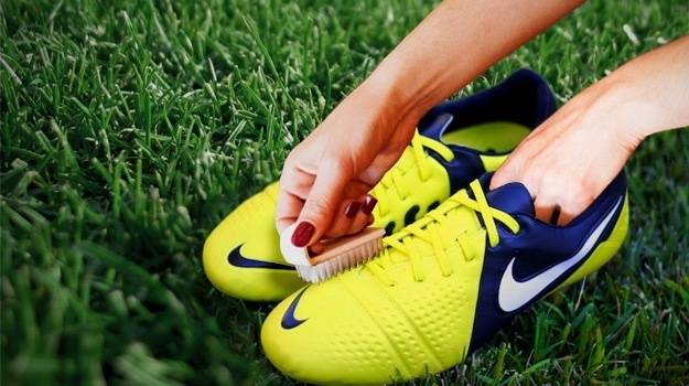 cleaning cleats