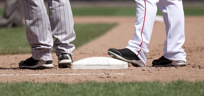 PL4040v4 Molded Baseball Shoe